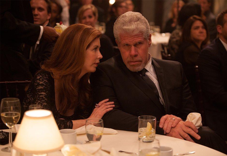 Richter Harris und seine liebende Ehefrau in angespannter Idylle